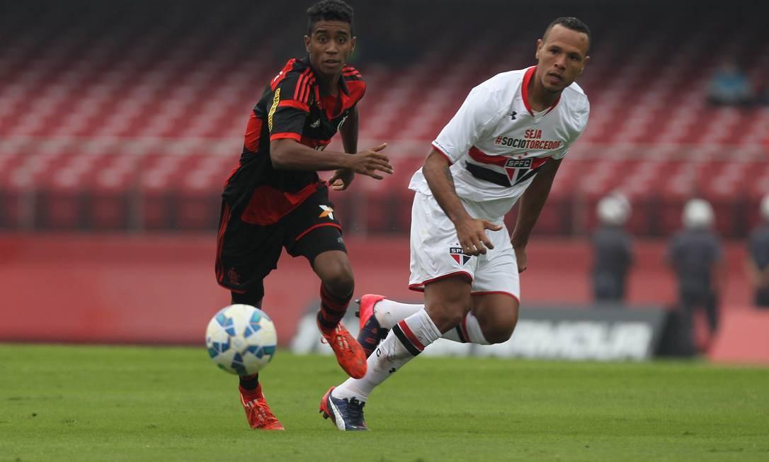 Gabriel e Luís Fabiano, no Morumbi: Flamengo visita o São Paulo na 1ª rodada do Campeonato Brasileiro Michel Filho / Agência O Globo