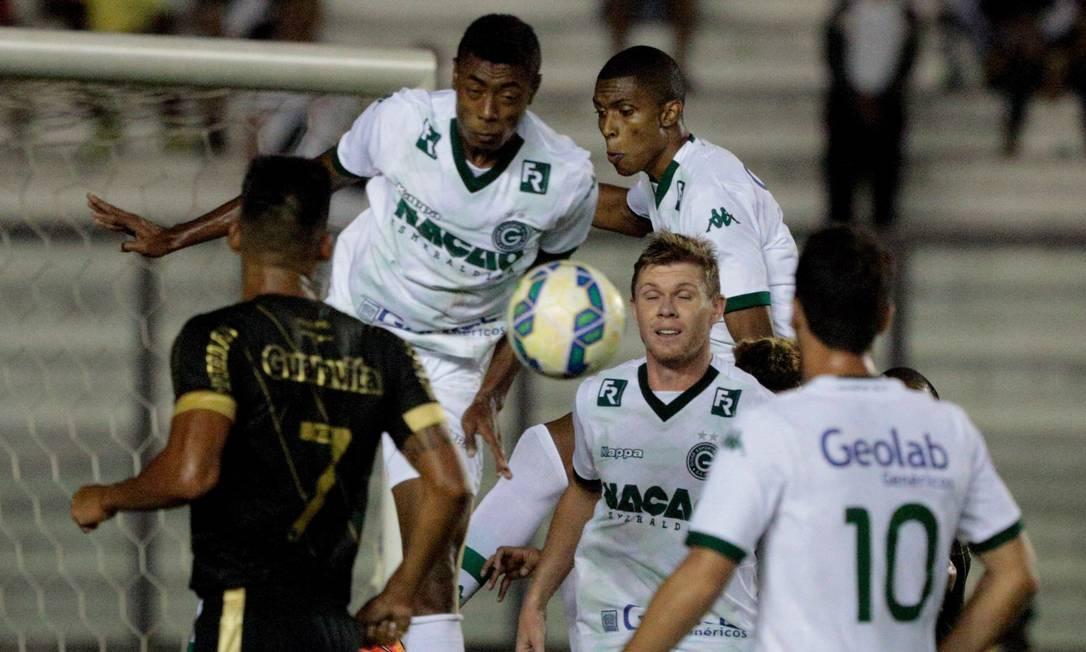 O Goiás apostou num esquema defensivo em São Januário, contra o Vasco Pedro Kirilos / Agência O Globo