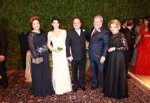 A presidente Dilma, os noivos Roberto Kalil e Claudia Cozer, Lula e dona Marisa Foto: Cissa Sannomiya Fotografia / Reprodução
