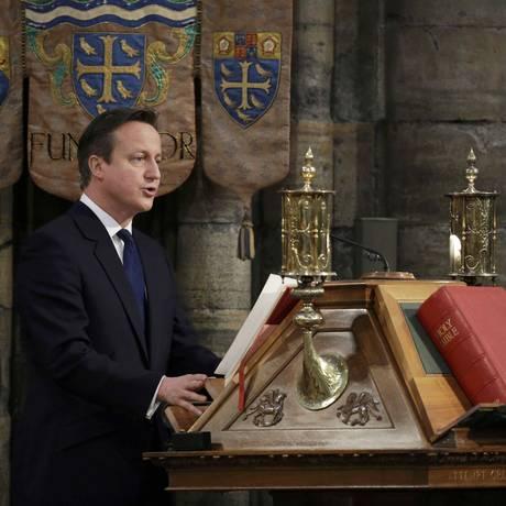 Celebração. Celebração. Reeleito primeiro-ministro britânico, David Cameron participa de cerimônia pelos 70 anos do fim da Segunda Guerra Mundial Foto: REUTERS