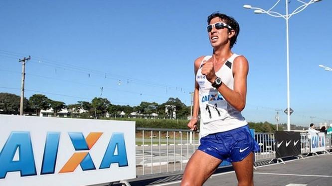Prata. O brasileiro Caio Bonfim ficou em segundo lugar na Copa Pan-americana de Marcha, em Arica, no Chile, neste domingo. Foto de divulgação