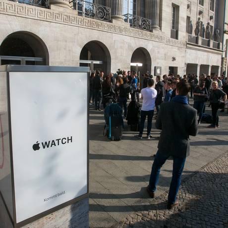 Fila na Apple de Berlim para conhecer o Apple Watch Foto: Krisztian Bocsi / Bloomberg News