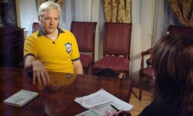 """Entrevista. Julian Assange: fundador do WikiLeaks divulgou documentos confidenciais do governo americano Foto: 01/02/2013 / Divulgação/""""Milênio""""-GloboNews"""