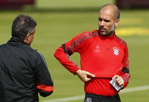 Guardiola está pressionado pelos resultados ruins dos últimos jogos e terá uma missão difícil: fazer o Bayern vencer o Barcelona por quatro gols de diferença Foto: Michaela Rehle / REUTERS