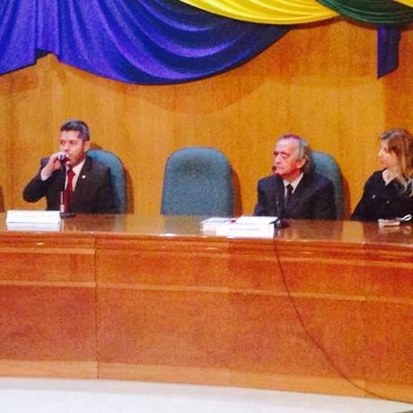 Nestor Cerveró ficou calado durante sessão da CPI em Curitiba Foto: Thais Skodowski / Agência O Globo