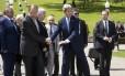 Kerry e Lavrov visitam o memorial de guerra de Zakovkzalny, em Sochi
