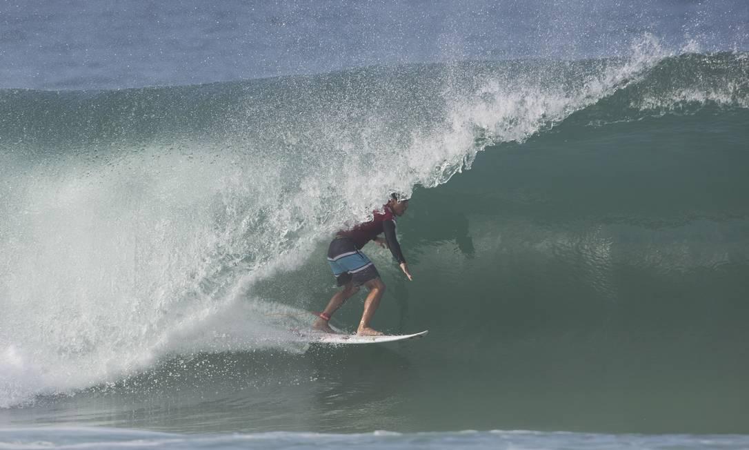 Gabriel Medina também caiu na água nesta terça-feira Guito Moreto / O Globo