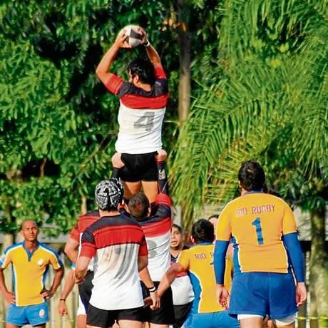 Jogadores do Niterói Rugby e do Rio Rugby Foto: Divulgação/Oscar Hemberth/12-09-2014
