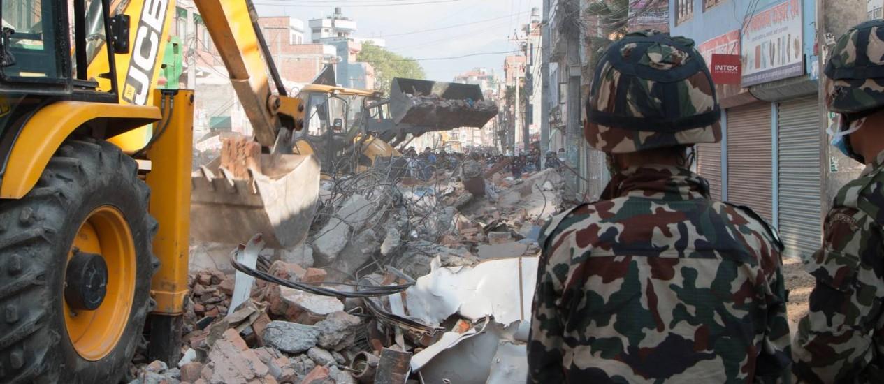 Katmandu teve mais prédios desabando Foto: Ranup Shrestha / AP