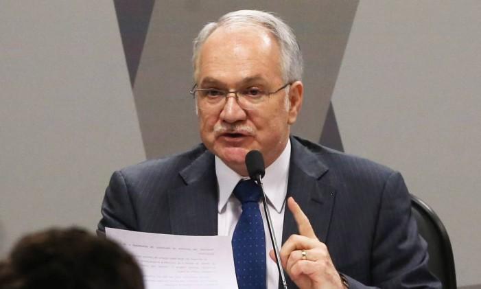O jurista Luiz Edson Fachin durante exposição inicial durante sabatina no Senado Foto: Ailton de Freitas / Agência O Globo