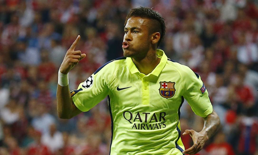 Neymar comemora o primeiro gol que marcou pelo Barcelona, em Munique, contra o Bayern Kai Pfaffenbach / REUTERS
