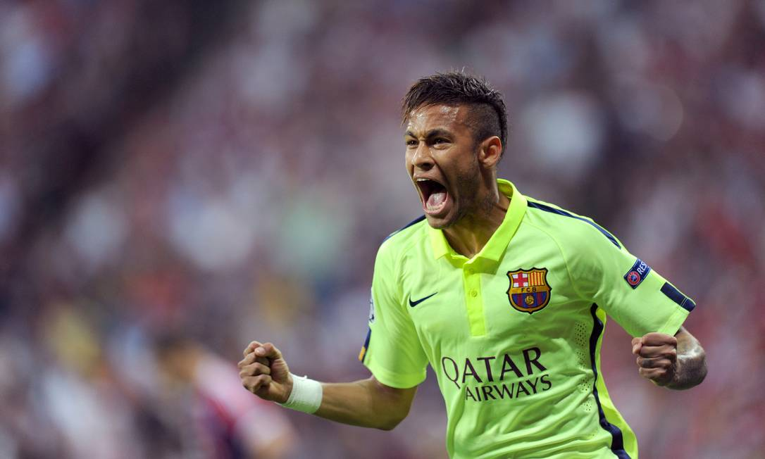 Neymar grita e comemora muito o 2º gol dele sobre o Bayern, em Munique: Barcelona rumo à decisão da Liga dos Campeões Tobias Hase / AP