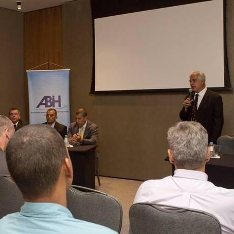 Reivindicação. Alfredo Lopes, da ABIH-RJ e Acir, no fórum Foto: Agência O Globo / Bia Guedes