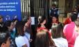 Filas para obtenção de vistos no consulado dos EUA em São Paulo
