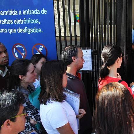 Filas para obtenção de vistos no consulado dos EUA em São Paulo Foto: Fernando Donasci / Fernando Donasci/1-8-2014
