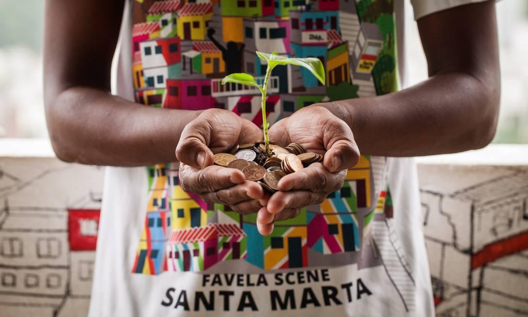 Moradora do Santa Marta, que investe em empreendedorismo social Foto: Agência O Globo / Bárbara Lopes