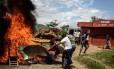 Cenário de caos no Burundi. Presidente Pierre Nkurunziza teria sido impedido de retornar ao país após ordem de general para que aeroporto fosse fechado
