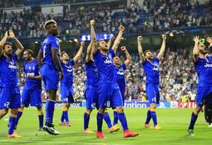 Fim de jogo, a festa dos jogadores do Juventus no Santiago Bernabéu Foto: Tony Gentile / REUTERS