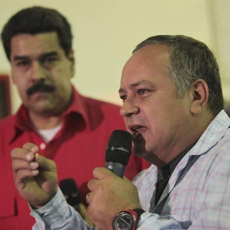 Repressão. O presidente da Assembleia Nacional da Venezuela, Diosdado Cabello (ao microfone), ao lado de Maduro Foto: HANDOUT / REUTERS/3-1-2013