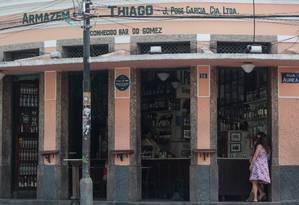 O Bar do Gomes, reduto concorrido do bairro, praticamente vazio Foto: Pedro Kirilos / Agência O Globo