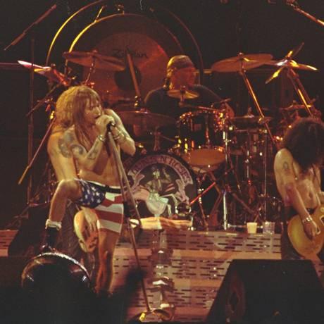 Os Guns N'Roses, no auge do sucesso de 'Sweet child o mine', em show no Rock in Rio de 1991, no Maracanã Foto: Leonardo Aversa / Leonardo Aversa/21-01-1991