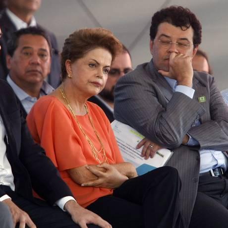 A presidente Dilma em visita ao Estaleiro Atlântico Sul no Porto de Suape Foto: Agência O Globo