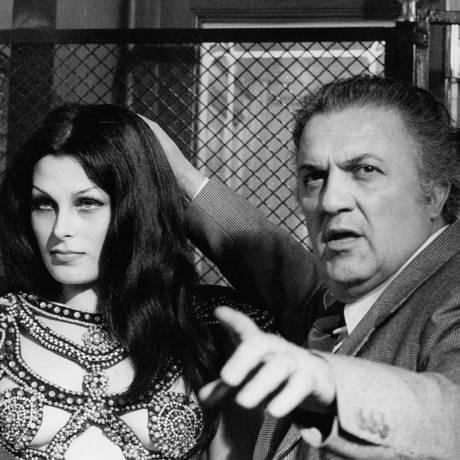 """Federico Fellini dirige Fiona Florence em """"Roma"""", de 1972"""