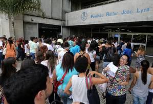 Alunos entram na Uerj para fazer a prova do Enem em 2014 Foto: Guilherme Pinto / Agência O Globo