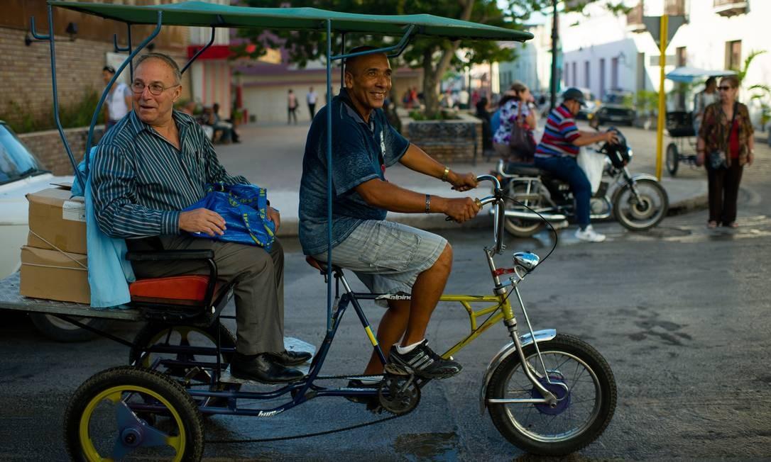 Uma diplomacia solitária e de bicicleta pelo interior de Cuba ...