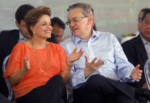 A presidente Dilma visitou o Estaleiro Atlântico Sul no Porto de Suape junto com o presidente da Petrobras Aldemir Bendine Foto: Hans von Manteuffel / Agência O Globo