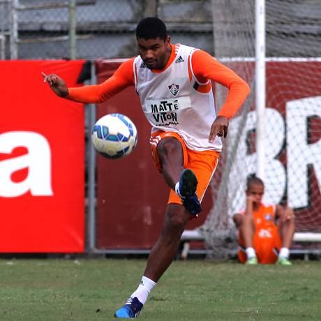 Gum voltará a formar dupla de zaga com Antonio Carlos Foto: NELSON PEREZ / Fluminense