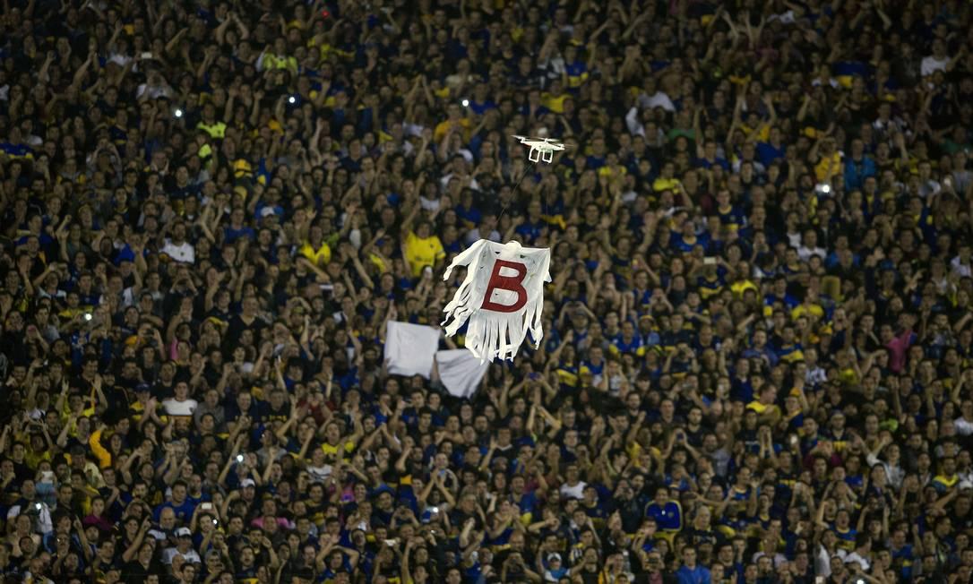 O drone sobrevoa a torcida do Boca Juniors ALEJANDRO PAGNI / AFP