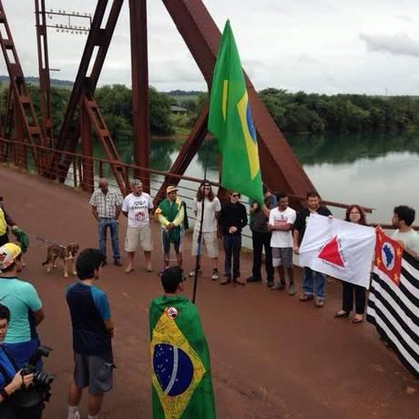 Parte do grupo quando o MBL cruzou a divisa entre os estados de São Paulo e Minas Gerais Foto: Divulgação