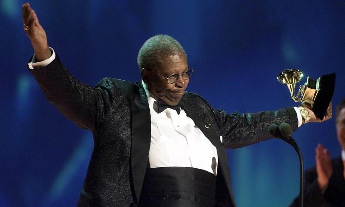 O guitarrista na premiação do 43º Grammy em 2001 Foto: HECTOR MATA / AFP