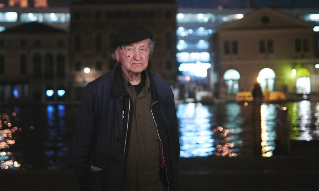 Jonas Mekas na Bienal de Veneza: cidade italiana tem intervenções dedicada à sua obra Foto: Divulgação/Giulio Favotto