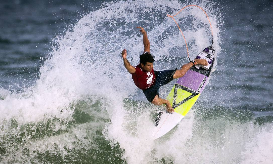 Ítalo é um dos três brasileiros que seguem na briga pelo título na praia carioca Guito Moreto / Agência O Globo