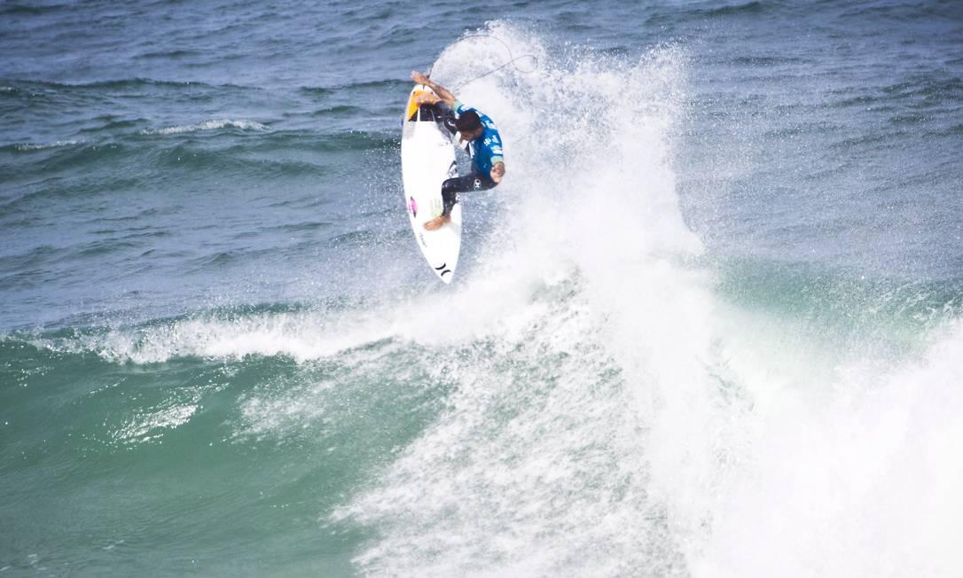 Campeão da primeira etapa, Filipe Toledo é outro brasileiro nas quartas de final Guito Moreto / Agência O Globo