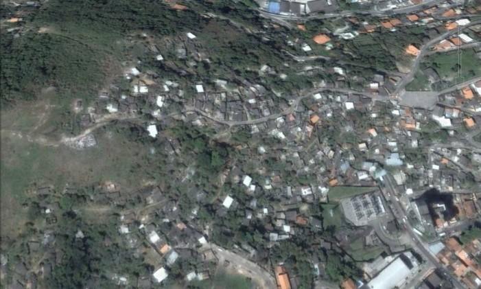 Na foto o Morro do Cavalão, entre Icaraí e São Francisco, em 2005 Foto: Google Earth / Reprodução