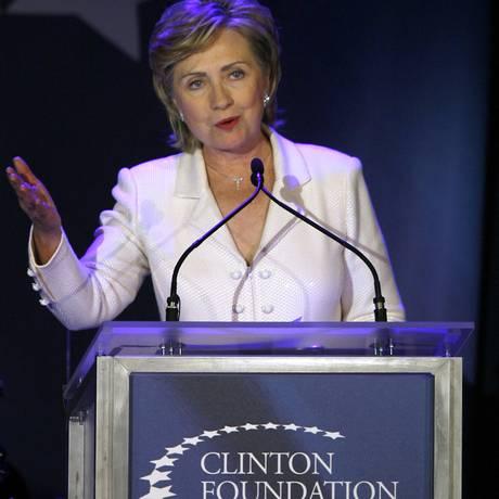 Rentável. Hillary Clinton, discursa durante um evento da sua Fundação Foto: AP/ 28-10-2006