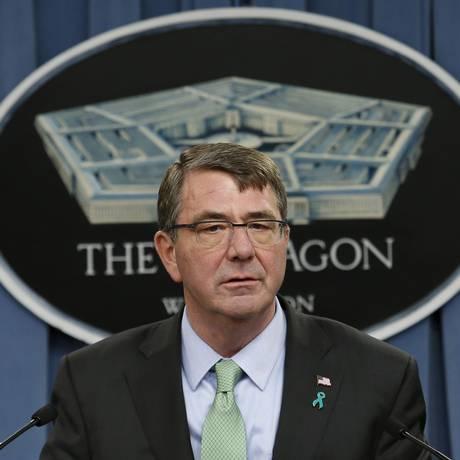O secretário de Defesa, Ash Carter, anunciou a operação no Leste da Síria que culminou na morte do líder do Estado Islâmico Foto: YURI GRIPAS/Reuters