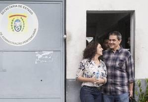 PA-Niteroi, 16 de maio de 2015-Roberto Jefferson deixa a penitenciaria ao lado da esposa. Foto Antonio Scorza/ Agencia O Globo Foto: ANTONIO SCORZA / Agência O Globo
