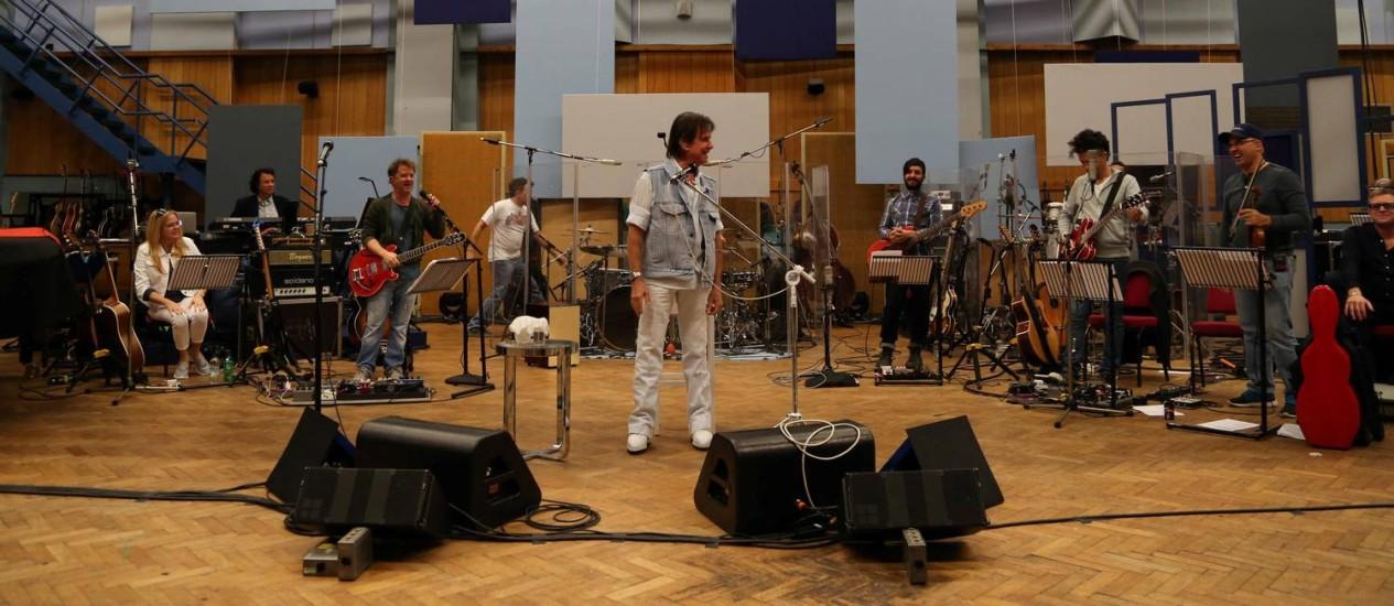 Roberto Carlos se apresenta acompanhado de uma banda formada por conceituados músicos latino-americanos Foto: Divulgação/Maurício Contreir