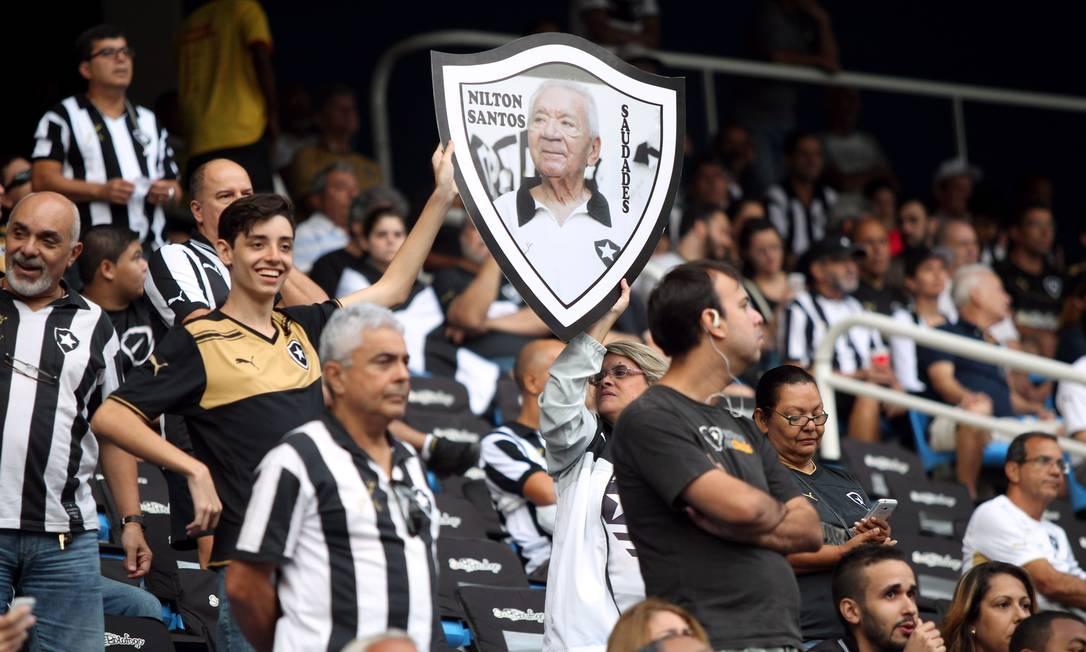 Torcida do Botafogo homenageia Nilton Santos, que completaria 90 anos neste sábado Cezar Loureiro / Agência O Globo