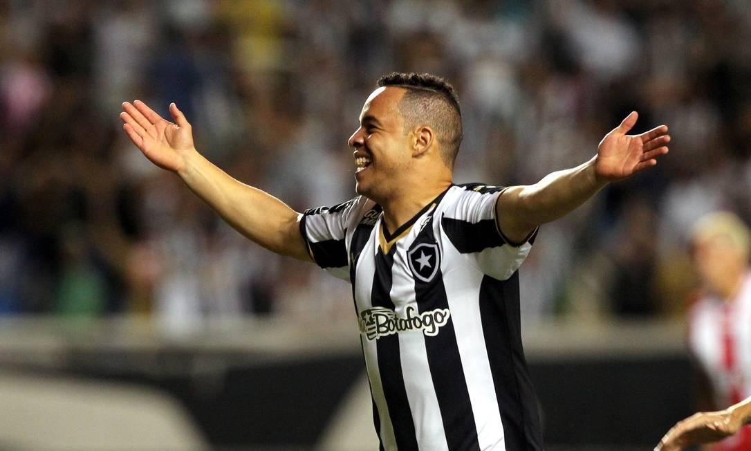 O estreante Lulinha fez o segundo gol do Botafogo Cezar Loureiro / Agência O Globo