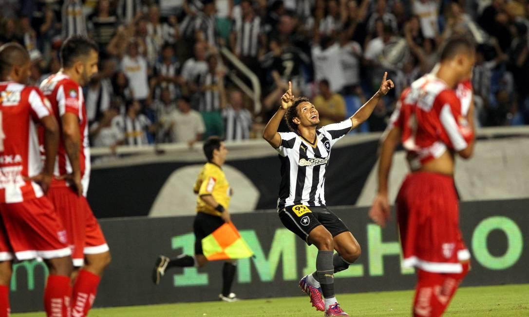 William Arão comemora o terceiro gol do Botafogo Cezar Loureiro / Agência O Globo