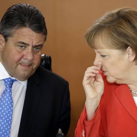Angela Merkel e Sigmar Gabriel em encontro em Berlim, na semana passada Foto: Michael Sohn / AP