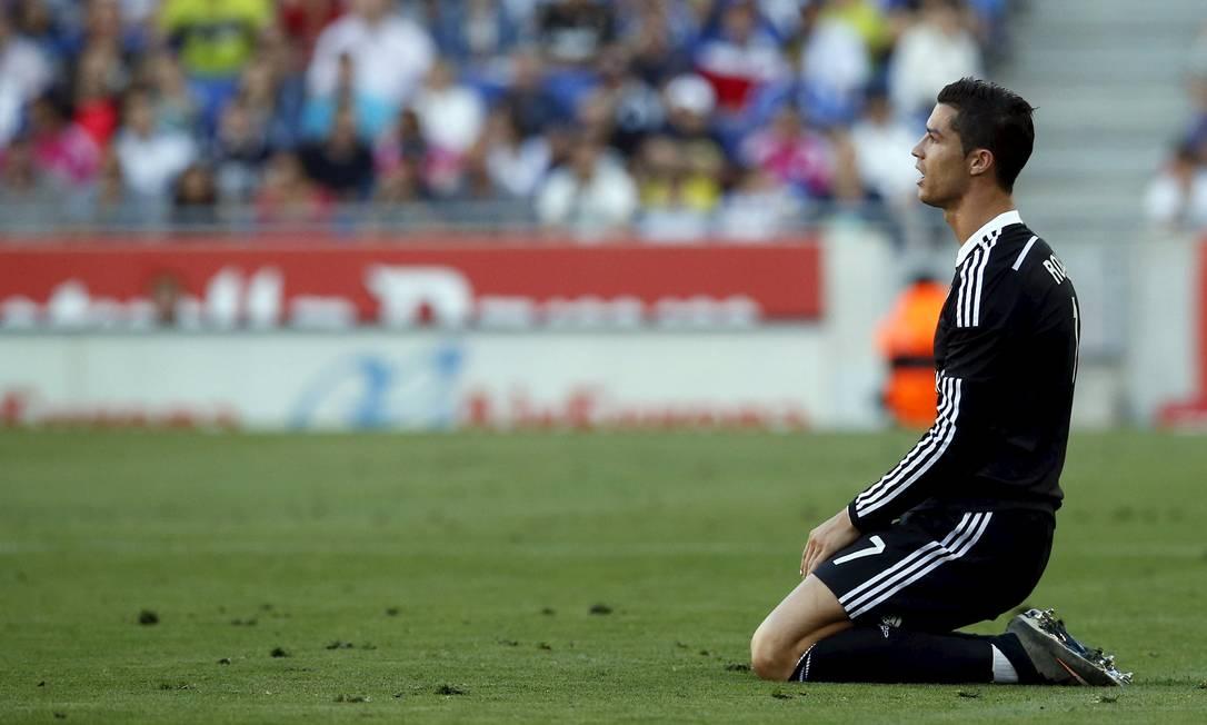 Cristinao Ronaldo lamenta em campo Albert Gea / Reuters