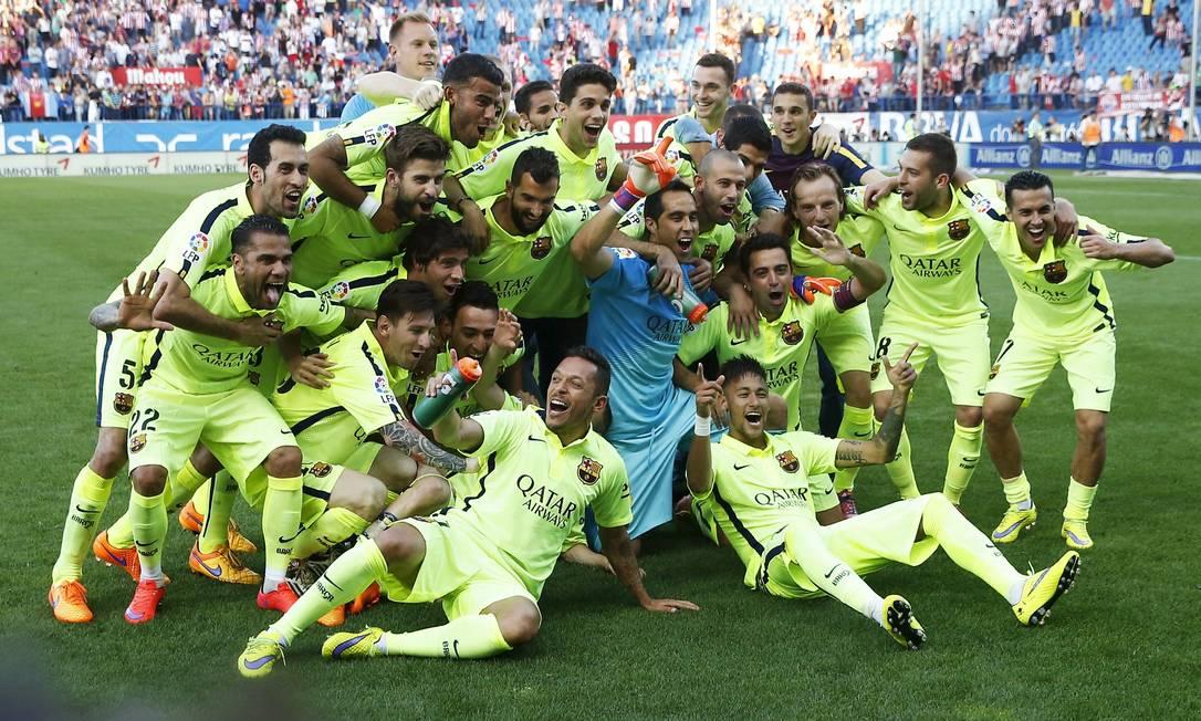 A festa dos jogadores do Barcelona após mais um título JUAN MEDINA / REUTERS