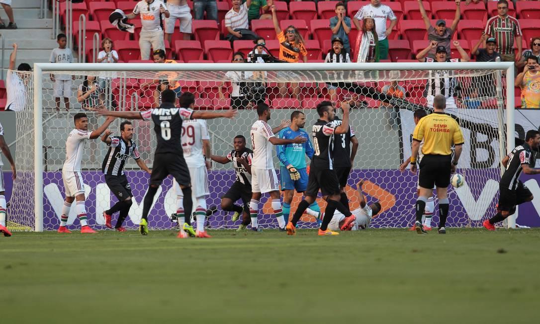 Jemerson corre para comemorar o gol do Atlético-MG Jorge William / Agência O Globo