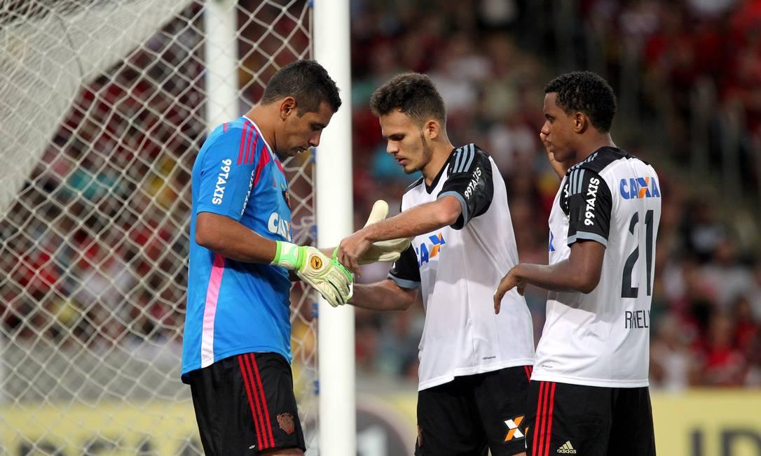 Diego Souza assume o gol com a saída de Magrão Cezar Loureiro / Agência O Globo